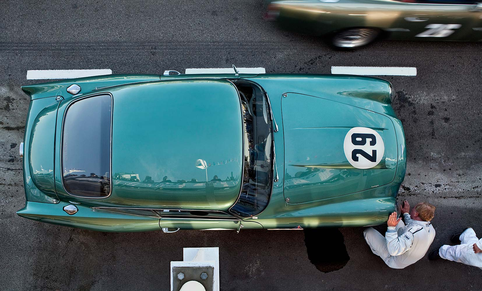 ASTON-MARTIN-DB4-GT-IN-THE-PIT-LANE
