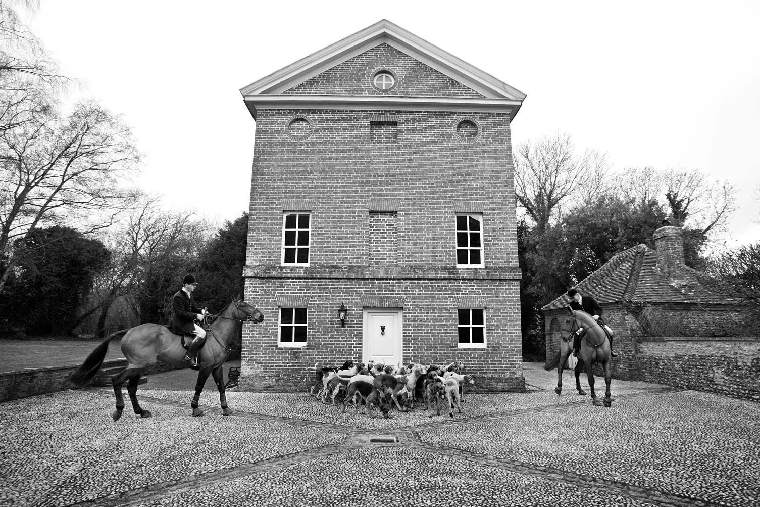 Fox-hall-Horses-Hounds